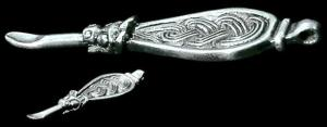 Earspoon ornamentado