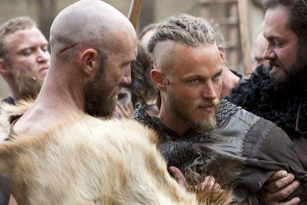 Un hombre afeitado con barba