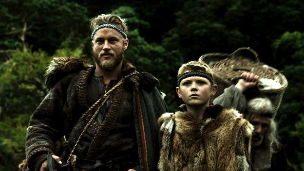 Fillet sujetando un pañuelo \u2013 Influencia cristiana Ragnar y Bjor con Fillet.