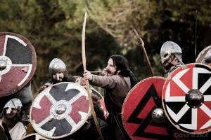 Clan Hávamál junto a Clan Einherjar y un arquero del Clann Éire. Magnífico ejemplo de colaboración y recreación conjunta.