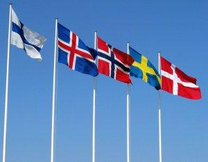 Banderas - de izquierda a derecha, Finlandia, Islandia, Noruega, Suecia y Dinamarca.