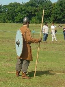Vikingo con lanza.