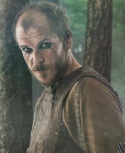 Floki en la serie, interpretado por Gustaf Skarsgård.