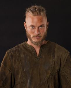 Ragnar Lodbrok en la serie Vikings. Interpretado por Travis Fimmel.