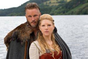 Una vez más, utilizo los personajes de la serie Vikings de History Channel para ilustrar el blog. Aquí tenéis a los rubísimos y vikinguísimos Ragnar Lodbrok y Lagertha.