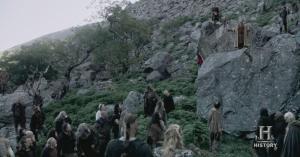 Piedra Sagrada - Se pueden observar los hombres con las armas a cuestas.