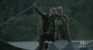 """Horik """"El último superviviente"""" e hijo llegando a Kattegat."""
