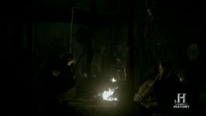 Ragnar y Björn hablando la noche antes de la batalla.
