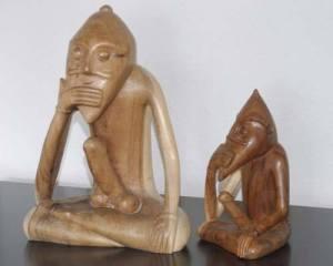 Representaciones modernas en madera del dios Freyr.