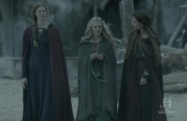 Aslaug, Helga y Siggy hablan del sueño.