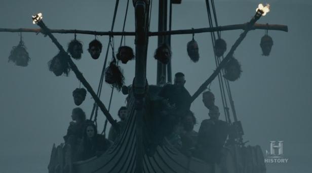 Las cabezas colgadas del barco.