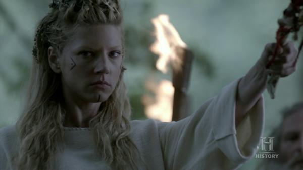 Lagertha oficiando el rito.