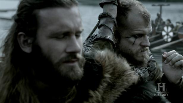 Ragnar y Floki en el barco.