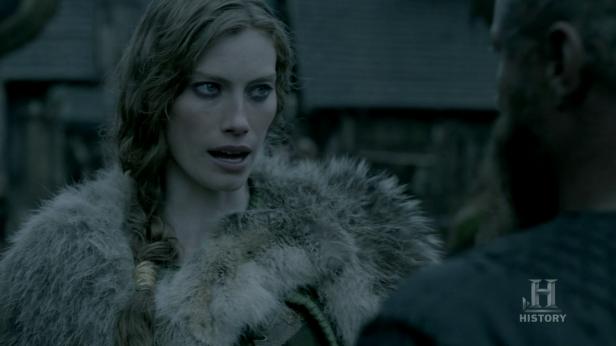 Aslaug contándole a Ragnar que Siggy está muerta.