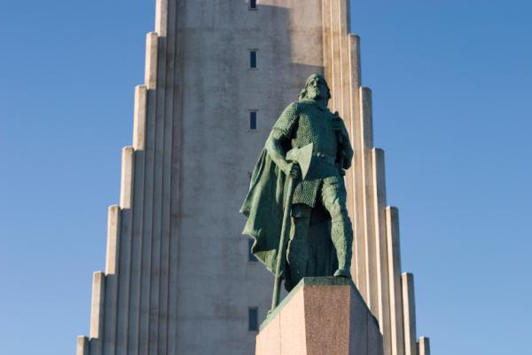 Estatua de Leif Eriksson. ©iStockphoto.com/StephanHoerold