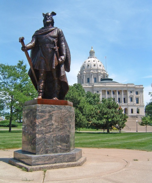 Estatua deLeif Eriksson en Minnesota State Capitol in St. Paul