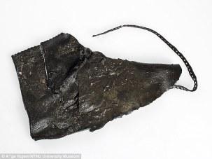 Piezas de un zapato vikingo.